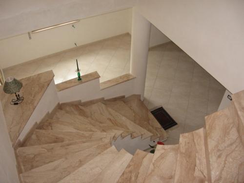 Impresa edile la porta costruzioni stile nell - Scale interne in marmo ...